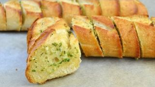 How to Make Garlic Bread - Easy Homemade Garlic Bread Recipe